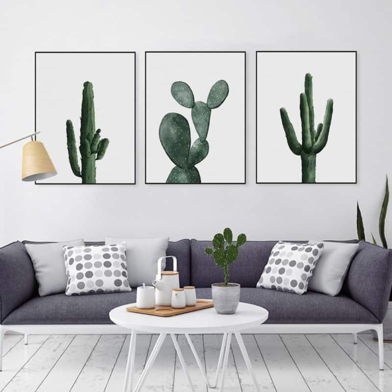 Ba bức tranh hoa sen kết hợp với nhau tạo nên sự huyền diệu, ảo mộng. Kết hợp hoàn hảo cùng bộ sofa trong phong khách tinh tế, dịu êm.