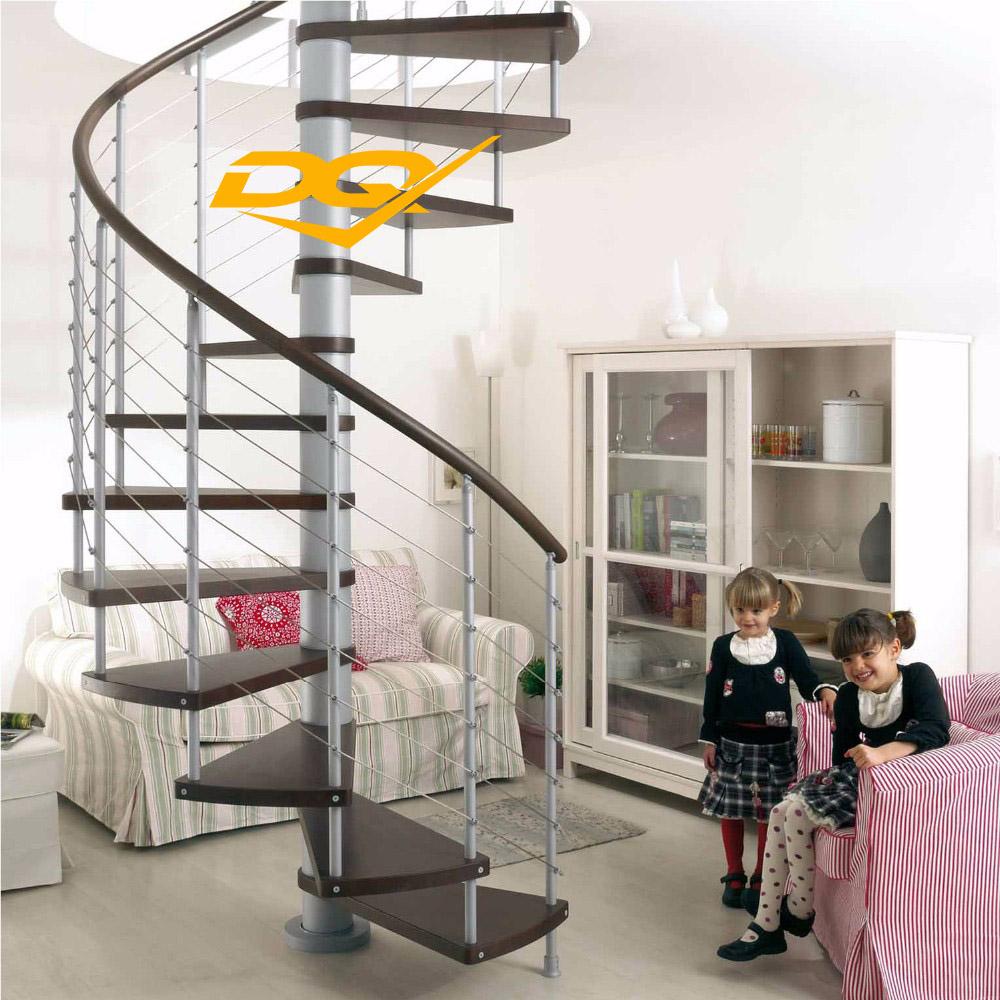 Mẫu 3: Cầu thang xoắn 1,5 vòng nằm ở trung tâm phòng