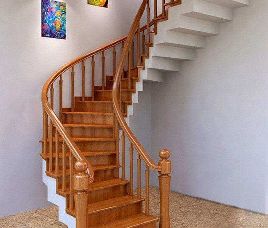 Cầu thang xoắn bên trái dáng mở rộng