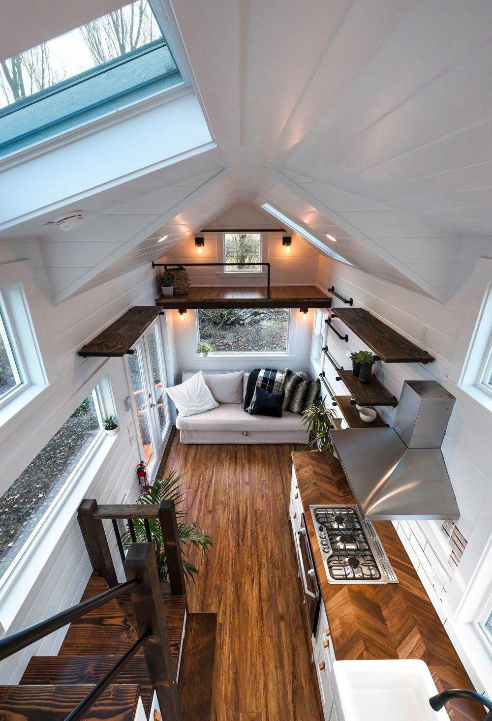 Mẫu 5: Mẫu thiết kế phòng khách nhà ống với cầu thang đính tường