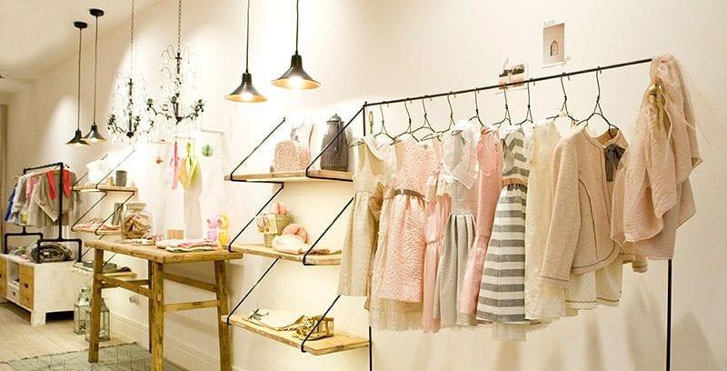 trang trí shop quần áo diện tích nhỏ