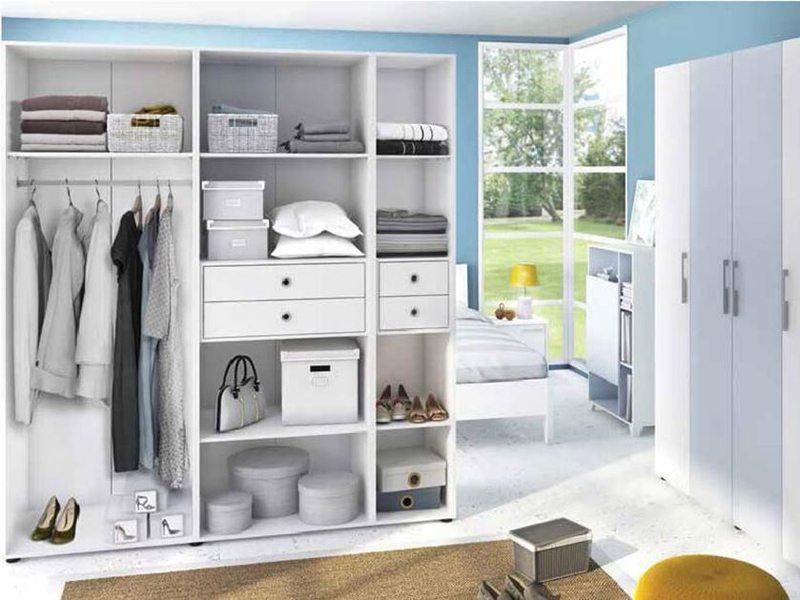 xếp quần áo trong tủ