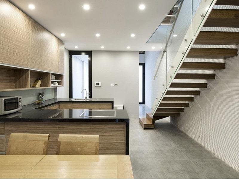 hướng cầu thang trong nhà