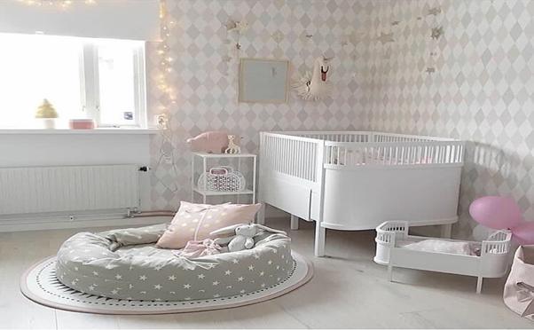 Phòng ngủ màu trắng xám cho bé