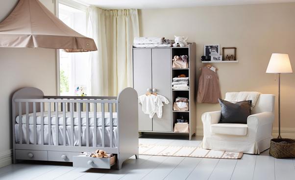 Phòng ngủ màu trắng xám tối giản cho bé sơ sinh