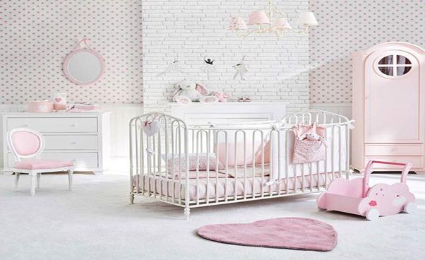 Phòng ngủ màu hồng cho bé sơ sinh