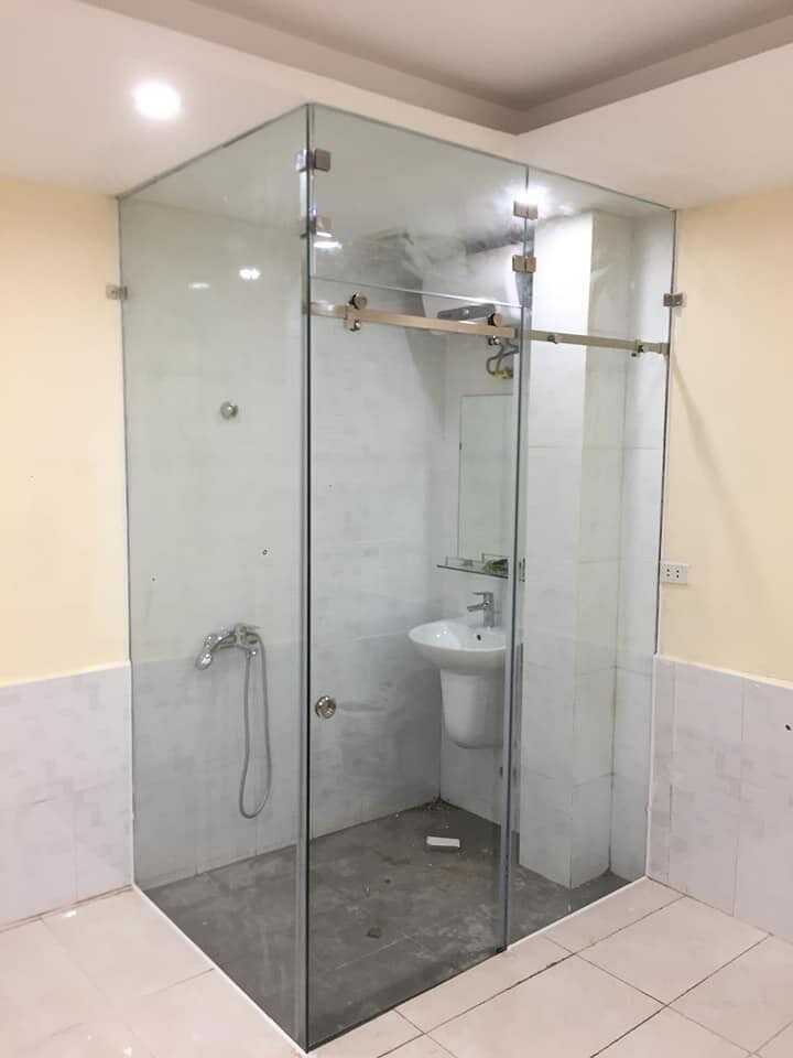 phòng tắm bằng kính cường lực