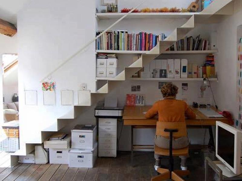 mẫu thiết kế phòng làm việc dưới chân cầu thang